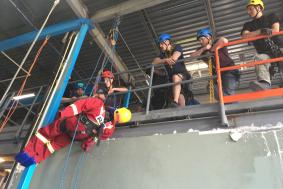 Students observing rope access technician and working on SPRAT certification